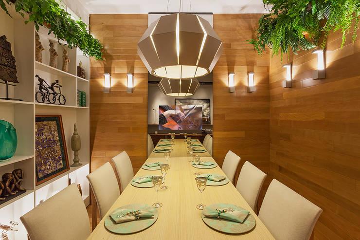 Mostra - Casa Cor Minas - Sala de Jantar e Adega: Salas de jantar  por Laura Santos Design