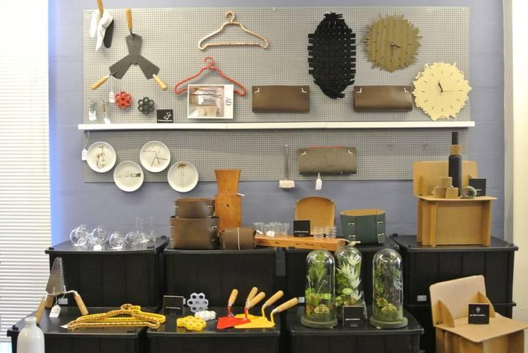 Comercial – AMMA Store Pinheiros: Lojas e imóveis comerciais  por AMMA PROJETOS,