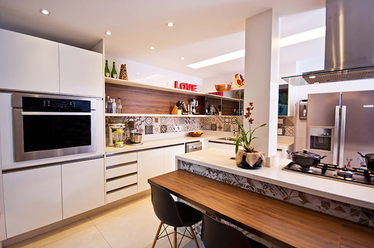 Modern kitchen by Adoro Arquitetura Modern Wood Wood effect