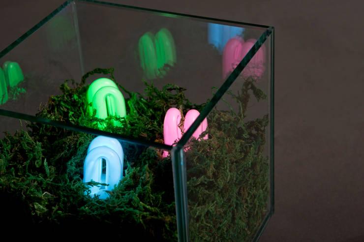 RGB Land (Detail): 글로리홀 GLORYHOLE LIGHT SALES의  거실,