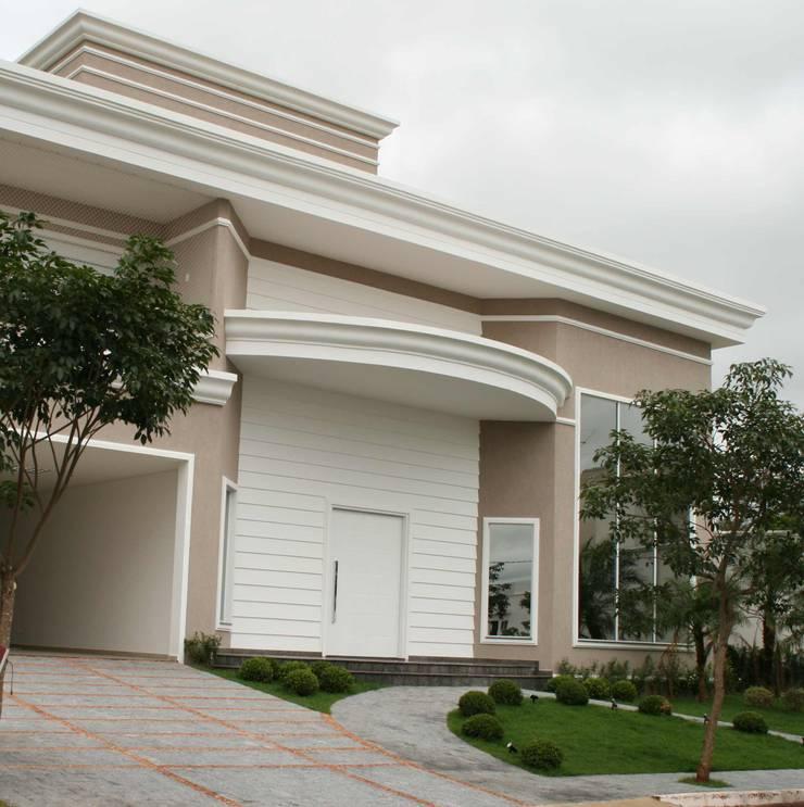 Residência alto padrão de dois pavimentos: Casas  por Penha Alba Arquitetura e Interiores