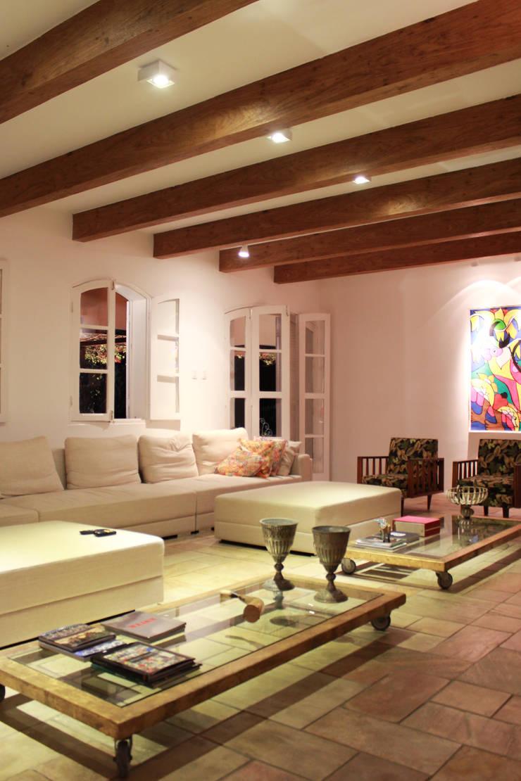Salones de estilo rural de LM Arquitetura | Conceito Rural