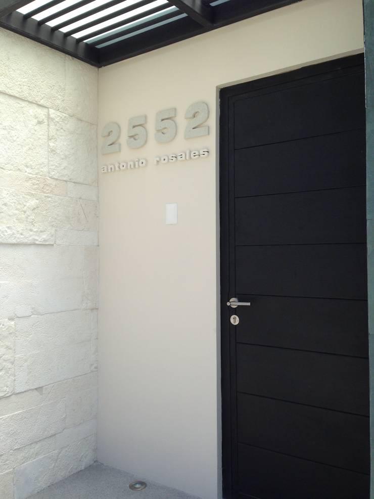 oficinas: Casas de estilo  por iarkitektura