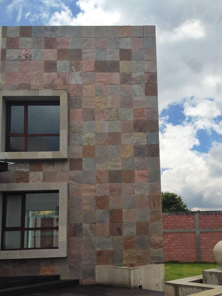 CASA SG: Paredes y pisos de estilo  por iarkitektura