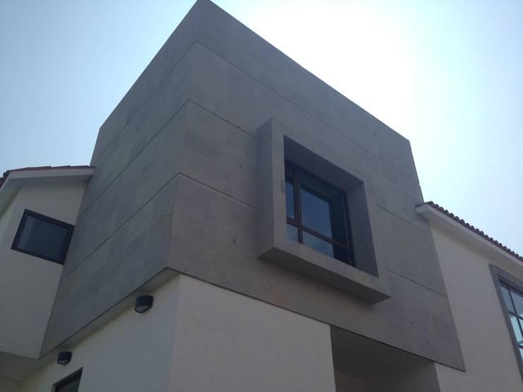 CASA SG: Casas de estilo  por iarkitektura