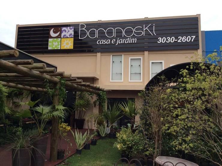 Floricultura Baranoski Casa & Jardim - Foz do Iguaçu: Lojas e imóveis comerciais  por Penha Alba Arquitetura e Interiores