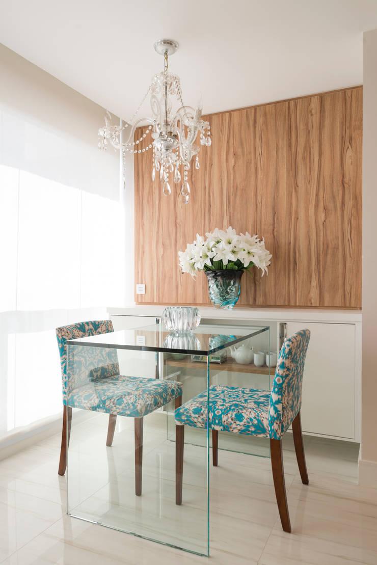 Studio 39 m² Brooklin: Salas de jantar  por Carina Dal Fabbro Arquitetura e Interiores Ltda