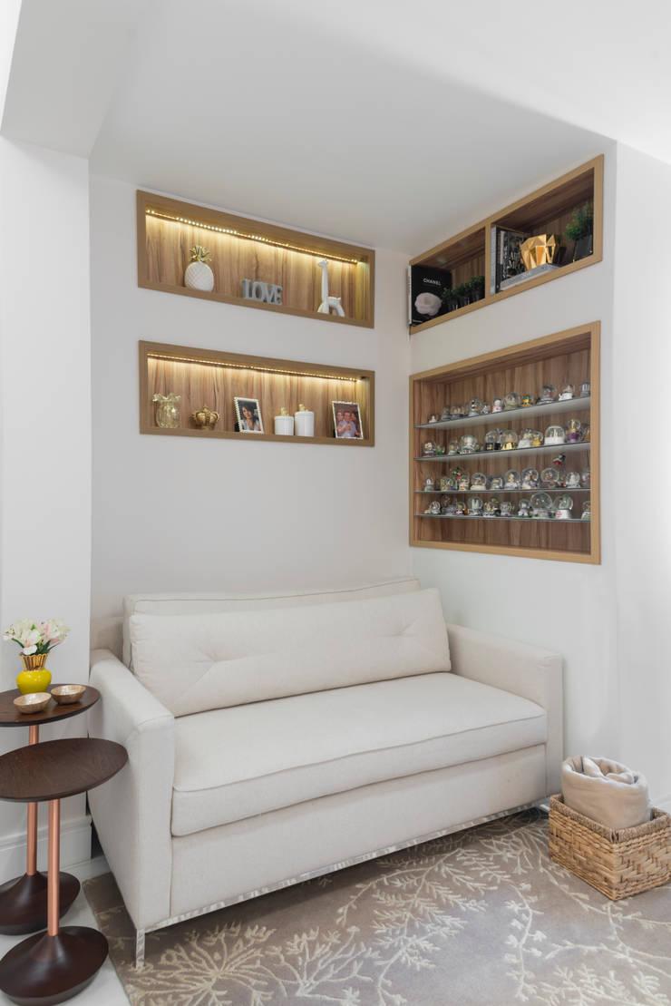 Studio 39 m² Brooklin: Salas de estar  por Carina Dal Fabbro Arquitetura e Interiores Ltda