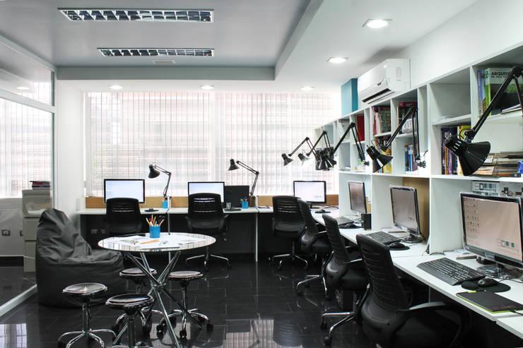 Espacio de Trabjo : Salas de entretenimiento de estilo  por 5D Proyectos