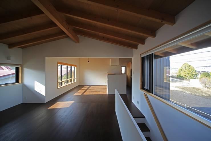 小谷の家: 早田雄次郎建築設計事務所/Yujiro Hayata Architect & Associatesが手掛けたリビングです。