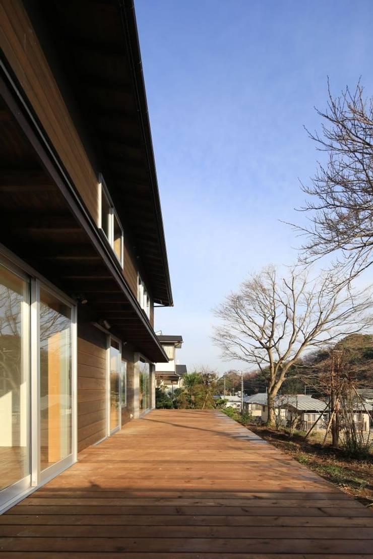 デッキ: 早田雄次郎建築設計事務所/Yujiro Hayata Architect & Associatesが手掛けた庭です。,