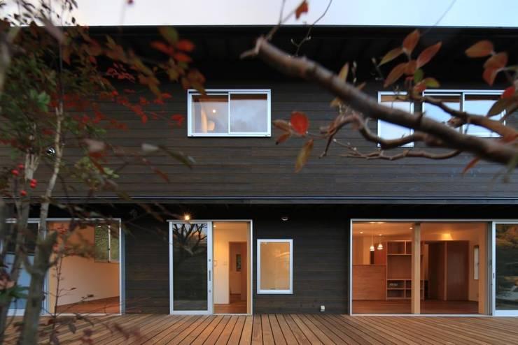 デッキ: 早田雄次郎建築設計事務所/Yujiro Hayata Architect & Associatesが手掛けた家です。
