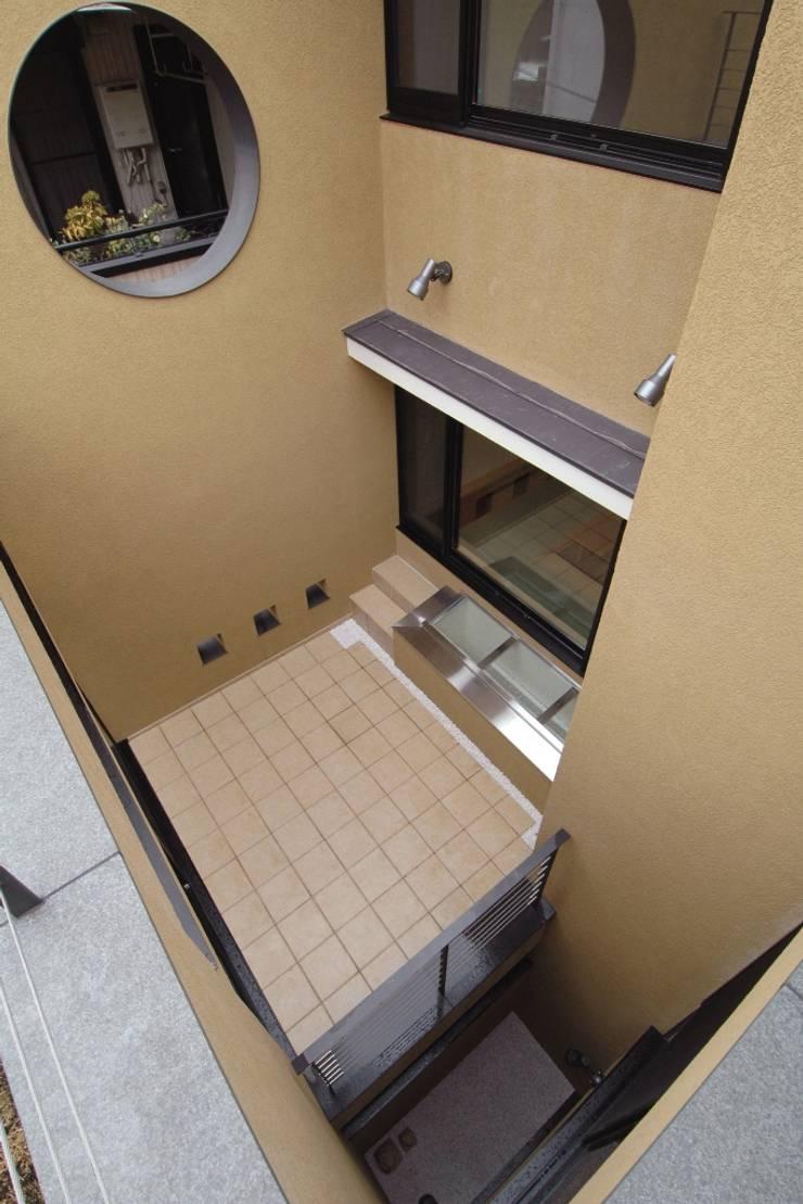 3階の屋上庭園より見下ろした中庭(光庭): 中川龍吾建築設計事務所が手掛けた庭です。