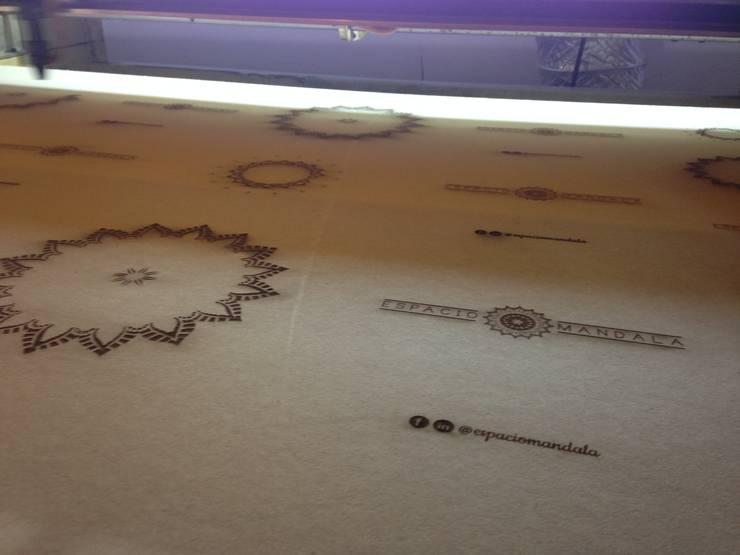 Proceso de grabado de mandalas y logo: Arte de estilo  por 2MD Láser