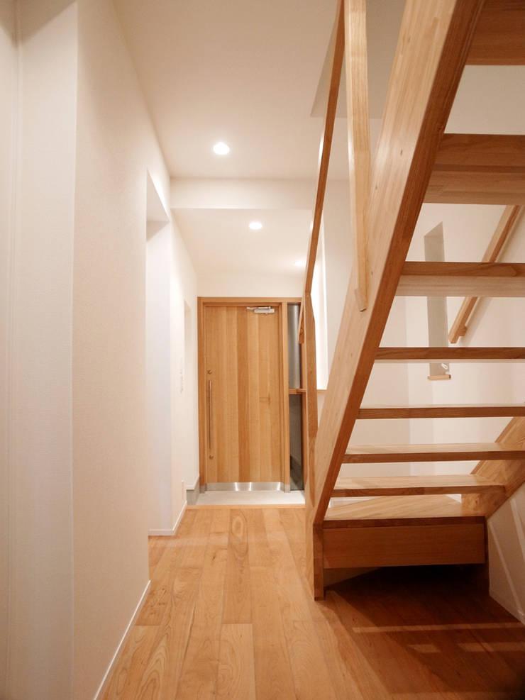 玄関: 祐成大秀建築設計事務所が手掛けた廊下 & 玄関です。