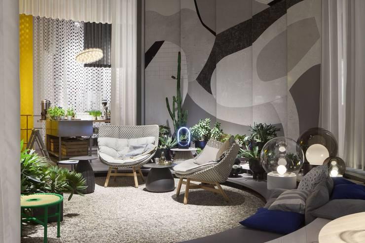 Salon centré: Salon de style  par Art D.D.C