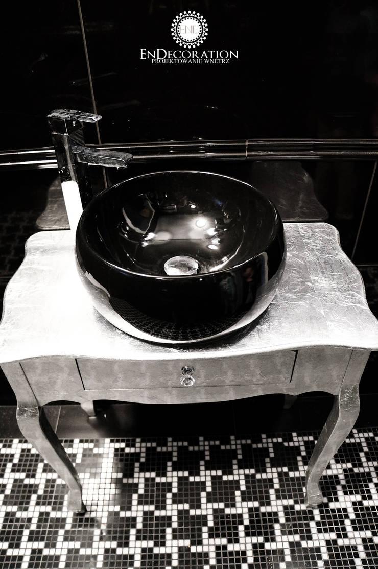 Czarna umywalka na srebrnej szafce: styl , w kategorii Łazienka zaprojektowany przez EnDecoration