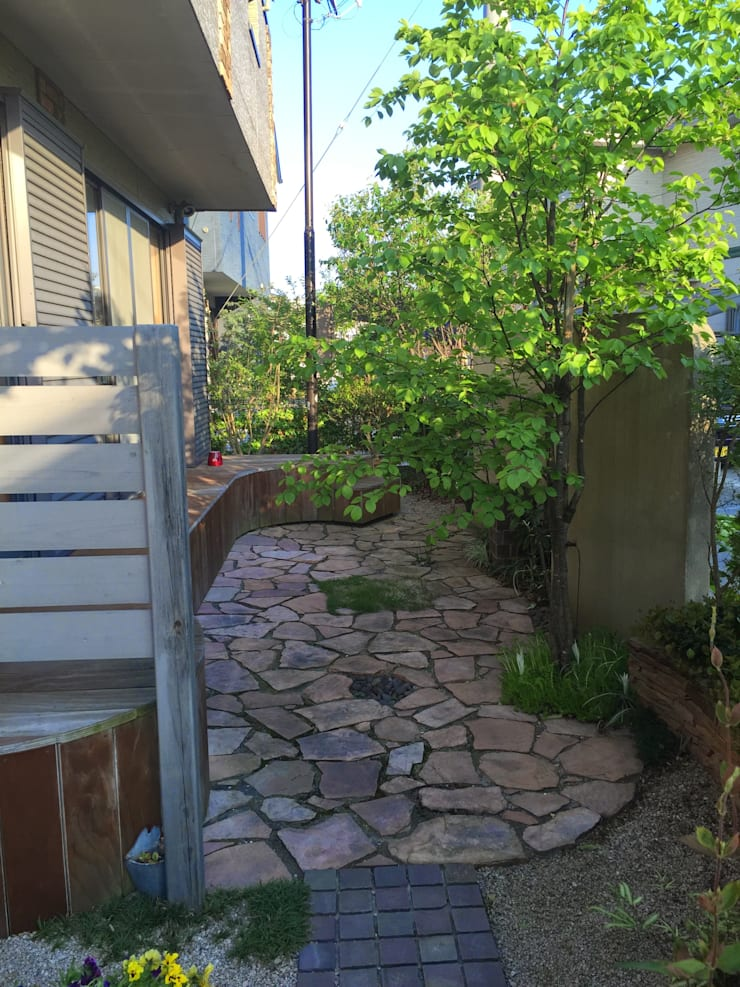 庭in大宰府: 庭園空間ラボ teienkuukan Laboが手掛けた庭です。