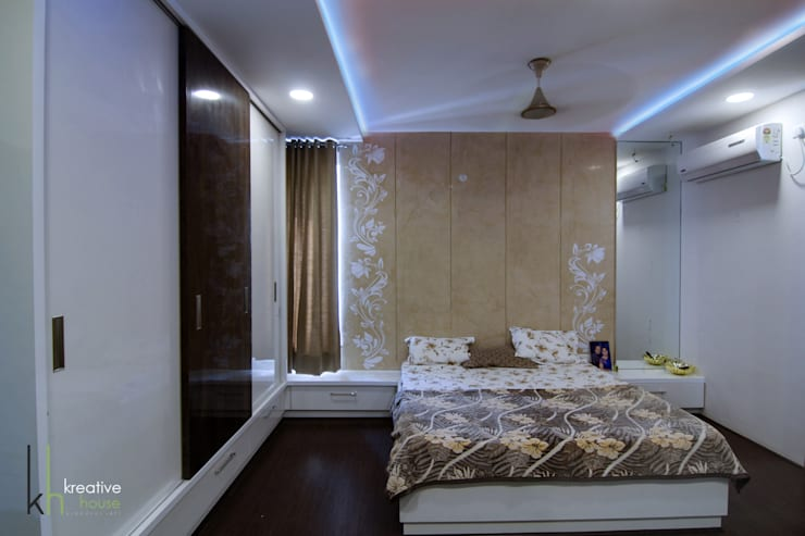 BUDDHA MURAL AND BODHI TREE THEMED INTERIORS FOR A VILLA IN HYDERABAD:  Bedroom by KREATIVE HOUSE
