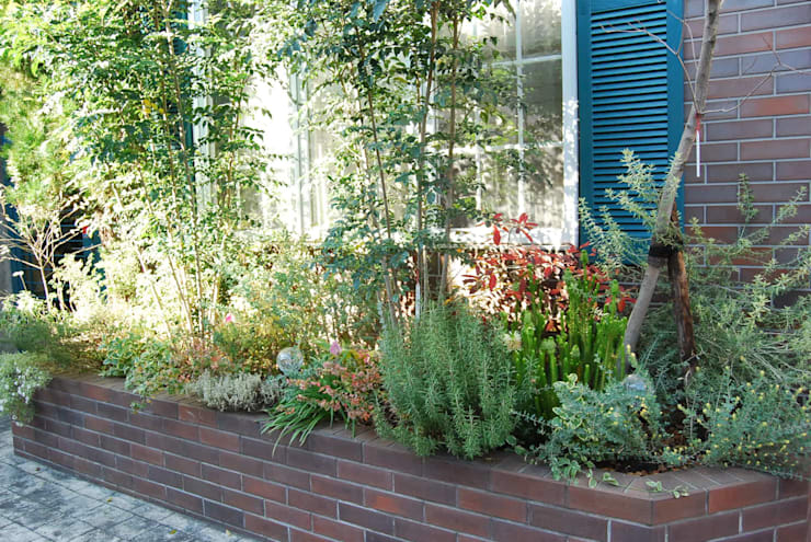 花壇の植栽: LUFFが手掛けた庭です。,