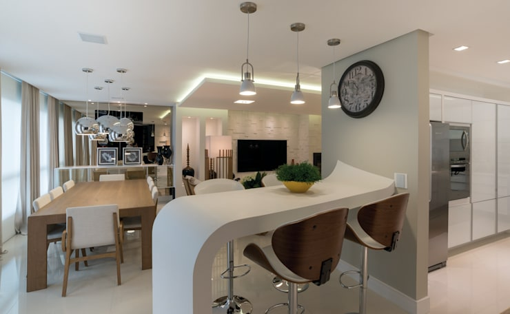 Uma curva na mesmice: Salas de jantar  por Monique Pedruzzi Arquitetura + Interiores