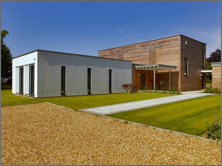 Exteriors: modern Houses by Baufritz (UK) Ltd.