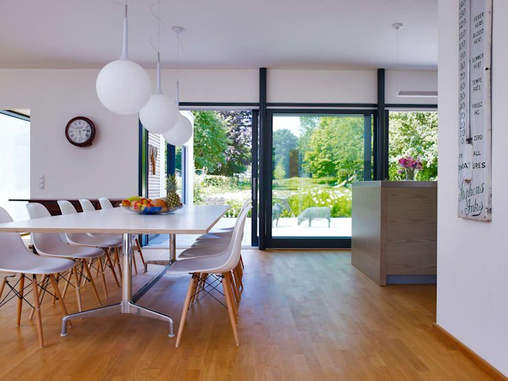 Dining room by Baufritz (UK) Ltd.