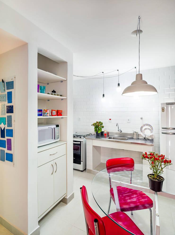 Cozinha branca: Cozinhas  por Studio ML