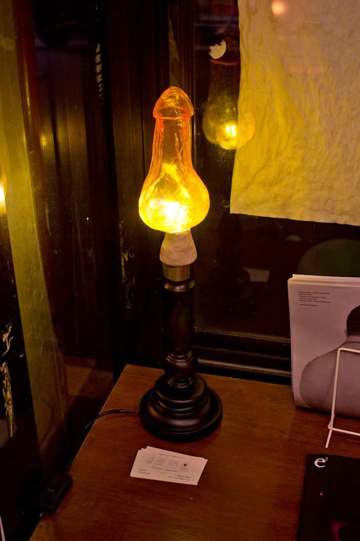 클리포드의 불꽃: 글로리홀 GLORYHOLE LIGHT SALES의  서재/사무실