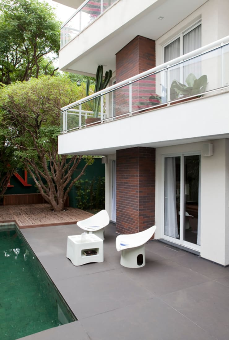 Residência Alto de Pinheiros: Piscinas  por Antônio Ferreira Junior e Mário Celso Bernardes