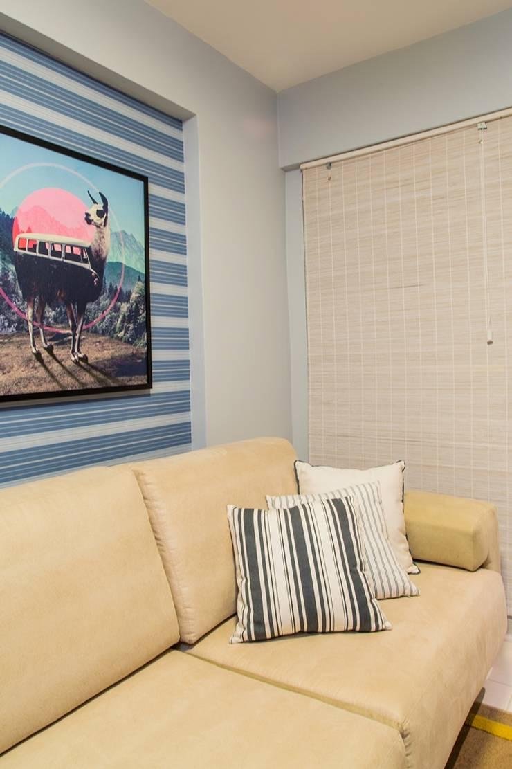 Apartamento VA: Salas multimídia clássicas por Bastos & Duarte
