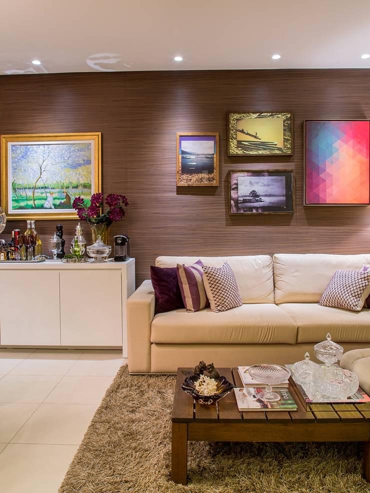 Apartamento VA: Salas de estar clássicas por Bastos & Duarte