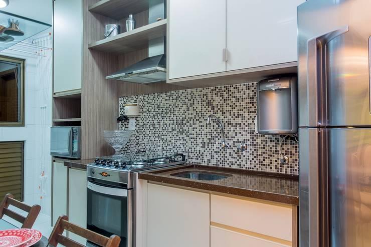Apartamento VA: Cozinhas clássicas por Bastos & Duarte