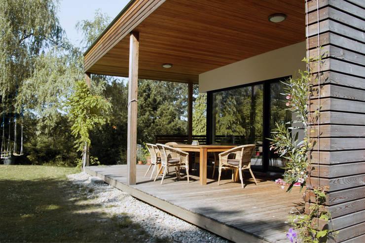 Einfamilienhaus am Hang:  Terrasse von Architekt Stefan Toifl