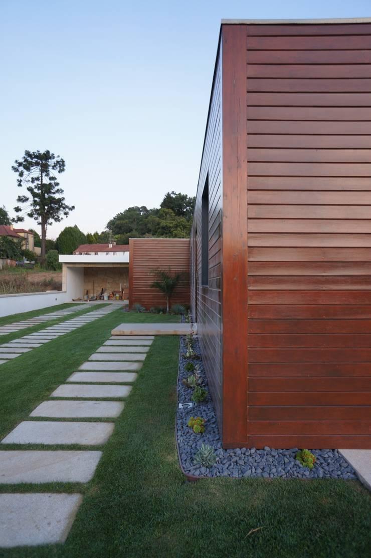 Exterior: Casas modernas por Lethes House