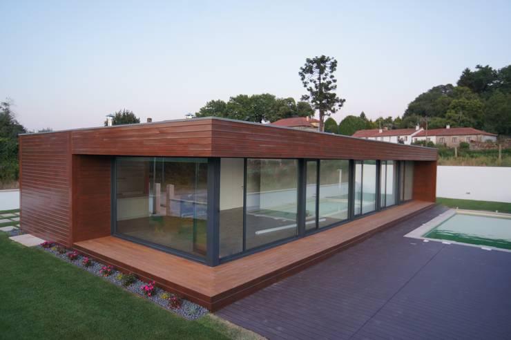 Fachada: Casas modernas por Lethes House