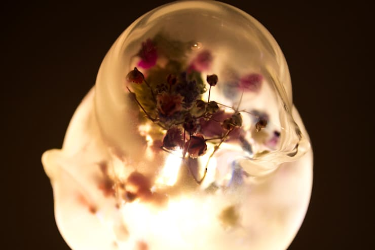 동굴전구 Cave bulb (Dried flower Ver): 글로리홀 GLORYHOLE LIGHT SALES의  침실