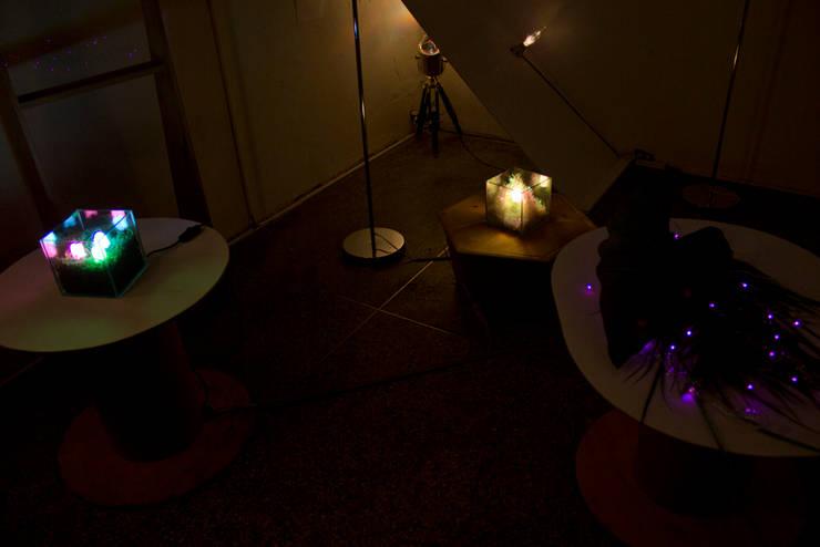 전시 Installation view: 글로리홀 GLORYHOLE LIGHT SALES의  아트워크
