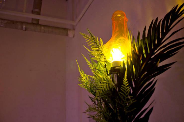 프로토 타입의 클리포드의 불꽃: 글로리홀 GLORYHOLE LIGHT SALES의  아트워크