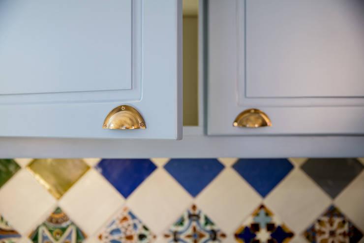 Uma casa de início de século: Cozinhas  por Architect Your Home