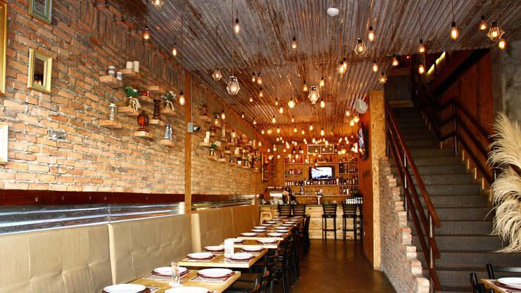 0295 Bistro Gastro-Bar: Restaurantes de estilo  por NOGARQ C.A.