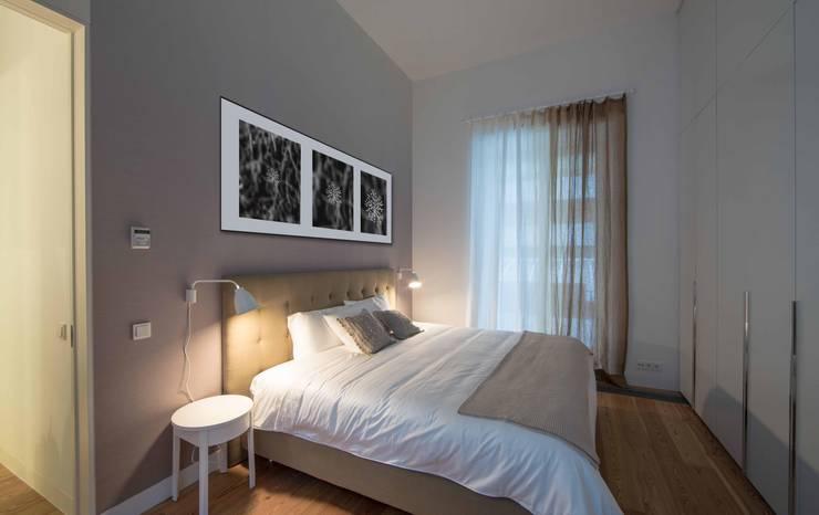 Um apartamento moderno – retro: Quartos  por Architect Your Home