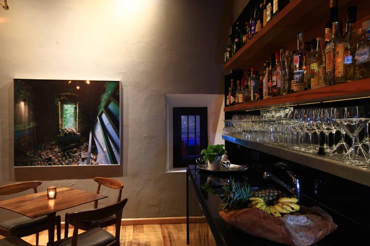 Hotel Dos Casas en San Miguel de Allende: Comedores de estilo  por Germán Velasco Arquitectos