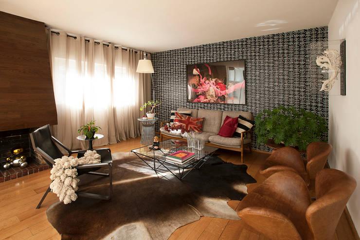 Livings de estilo moderno por Germán Velasco Arquitectos