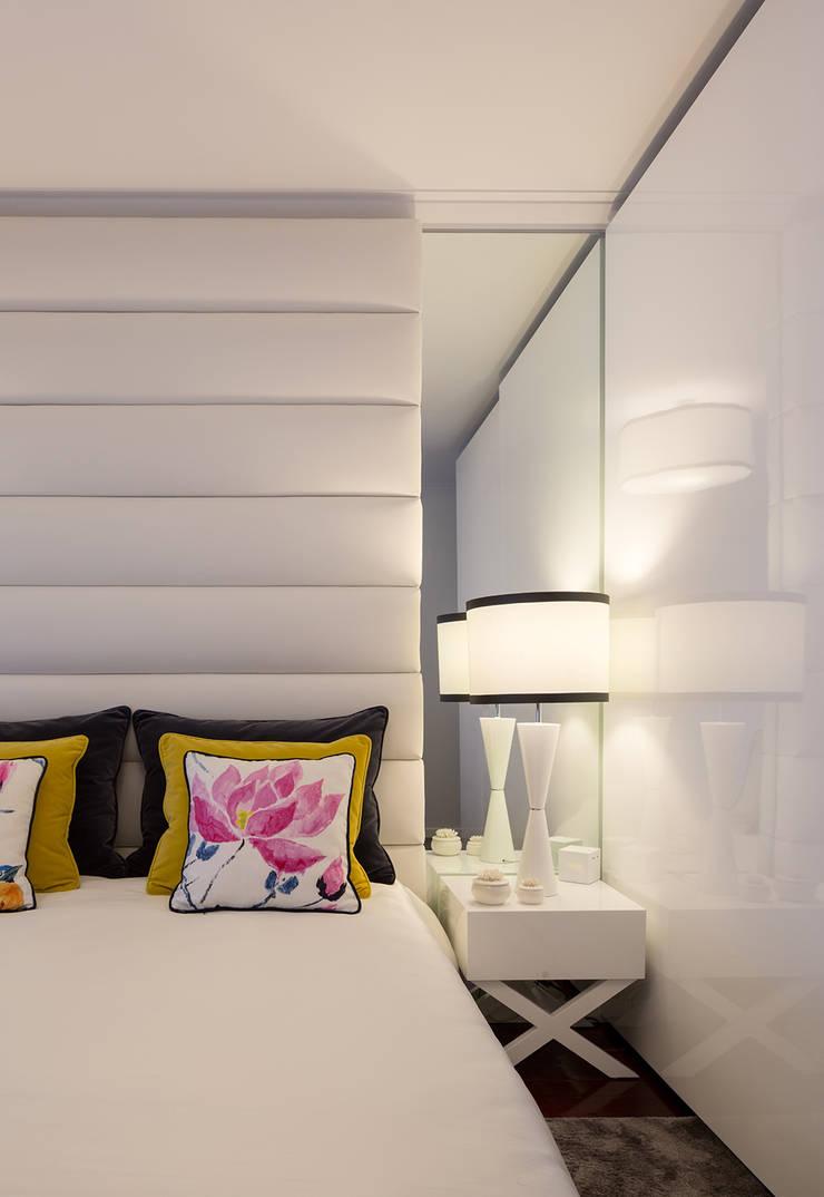 O quarto da Alda: Quartos  por Cássia Lignéa