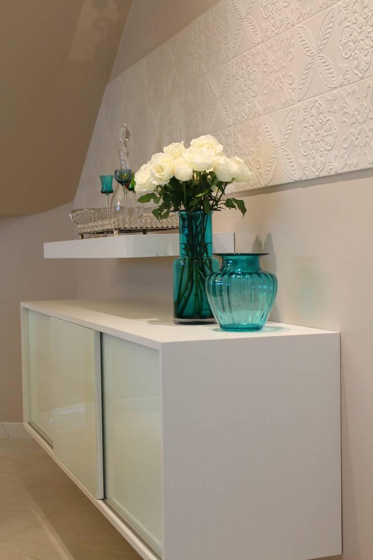 Sala de estar e jantar – Inspiração Turquesa: Salas de jantar  por Daiana Oliboni  Design de Interiores