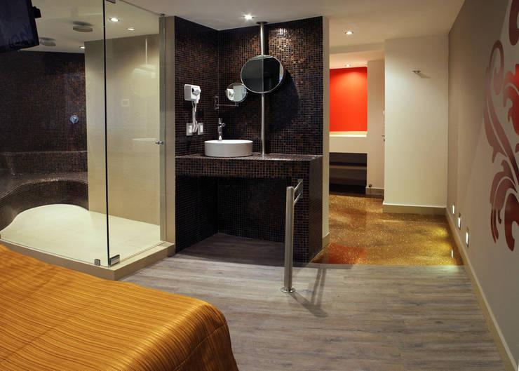 AMALA Baños modernos de DIN Interiorismo Moderno