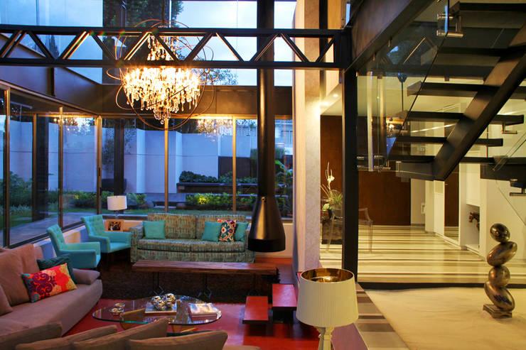 Casa Begalg : Pasillos y recibidores de estilo  por DIN Interiorismo