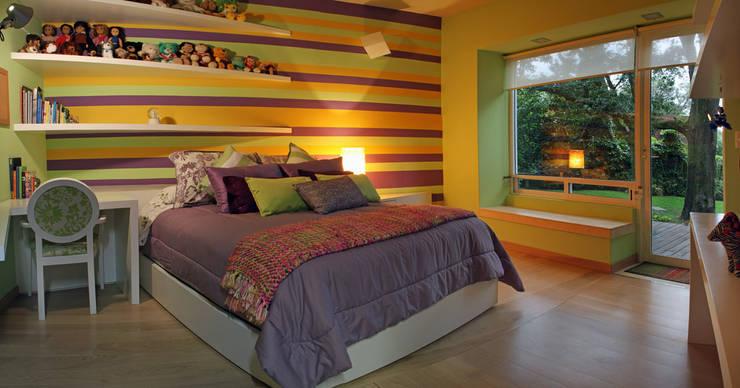 Casa Uliva: Recámaras de estilo  por DIN Interiorismo