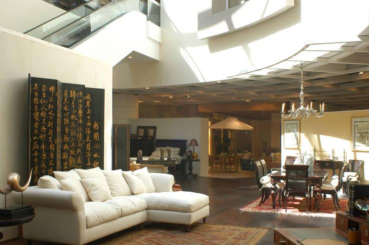 Casa Palacio: Salas de estilo  por DIN Interiorismo